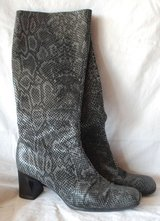 Women's boots size 8.5 in Lockport, Illinois